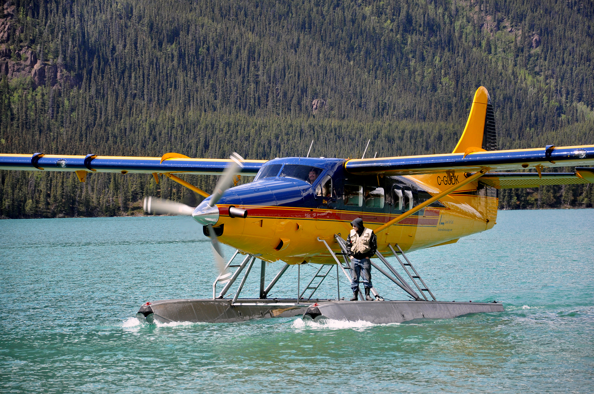 floatplane_muncho lake