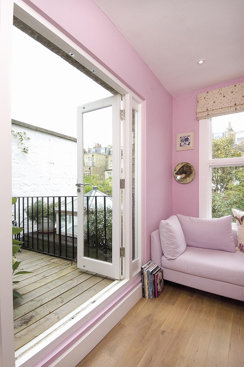 Minimalist city living interior design pictures