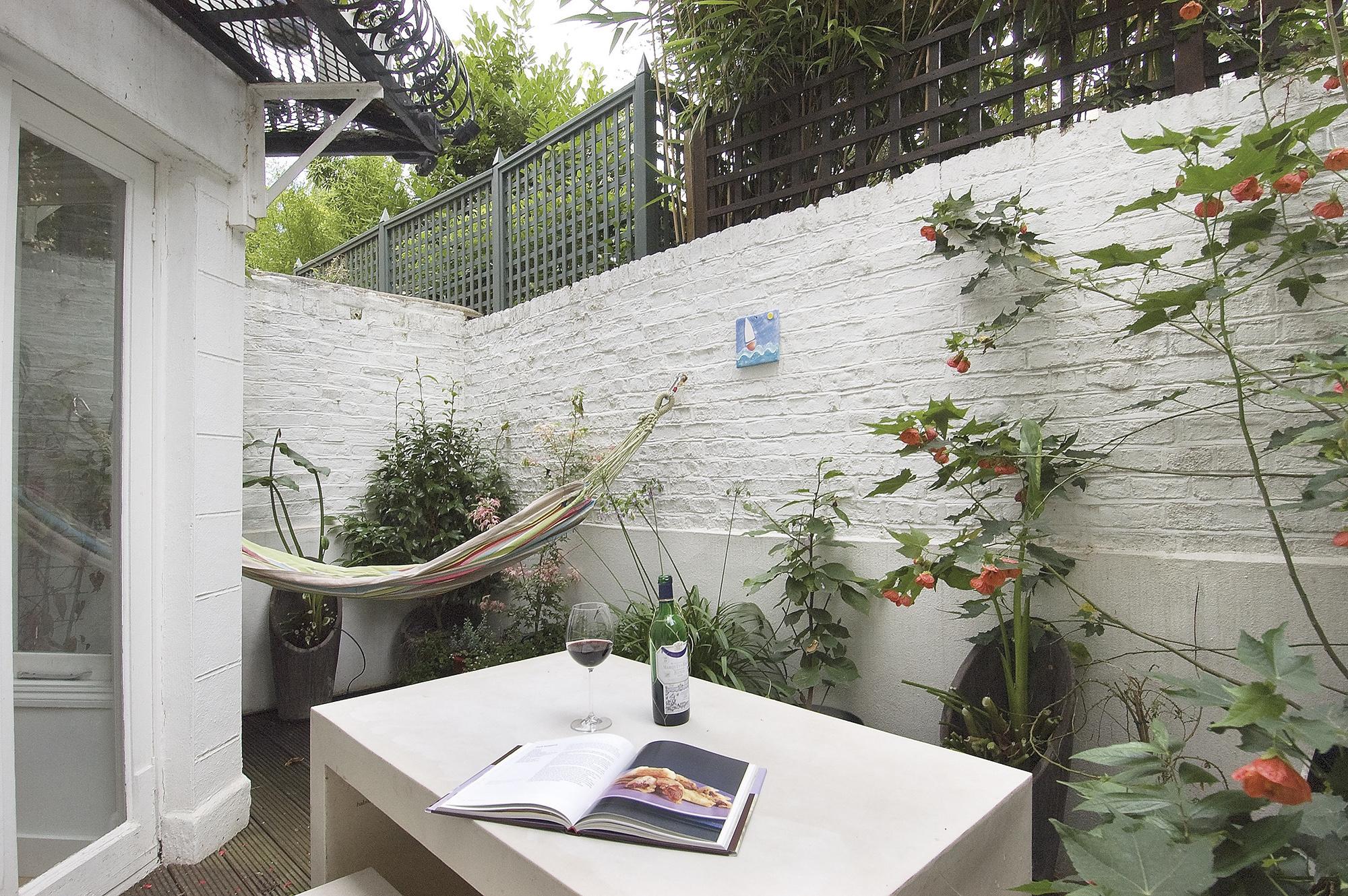 Minimalist city living interior design pics