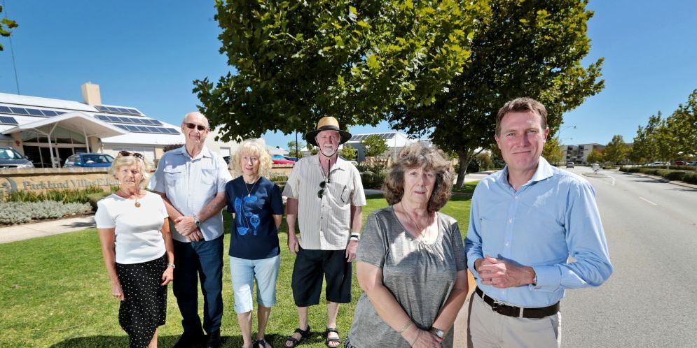 Concerned residents Christine Pitter, Heinz Vielhaven, Dianne and Justin McVeigh and Susan Hunter with Christian Porter MHR.  Picture: David Baylis www.communitypix.com.au d480275