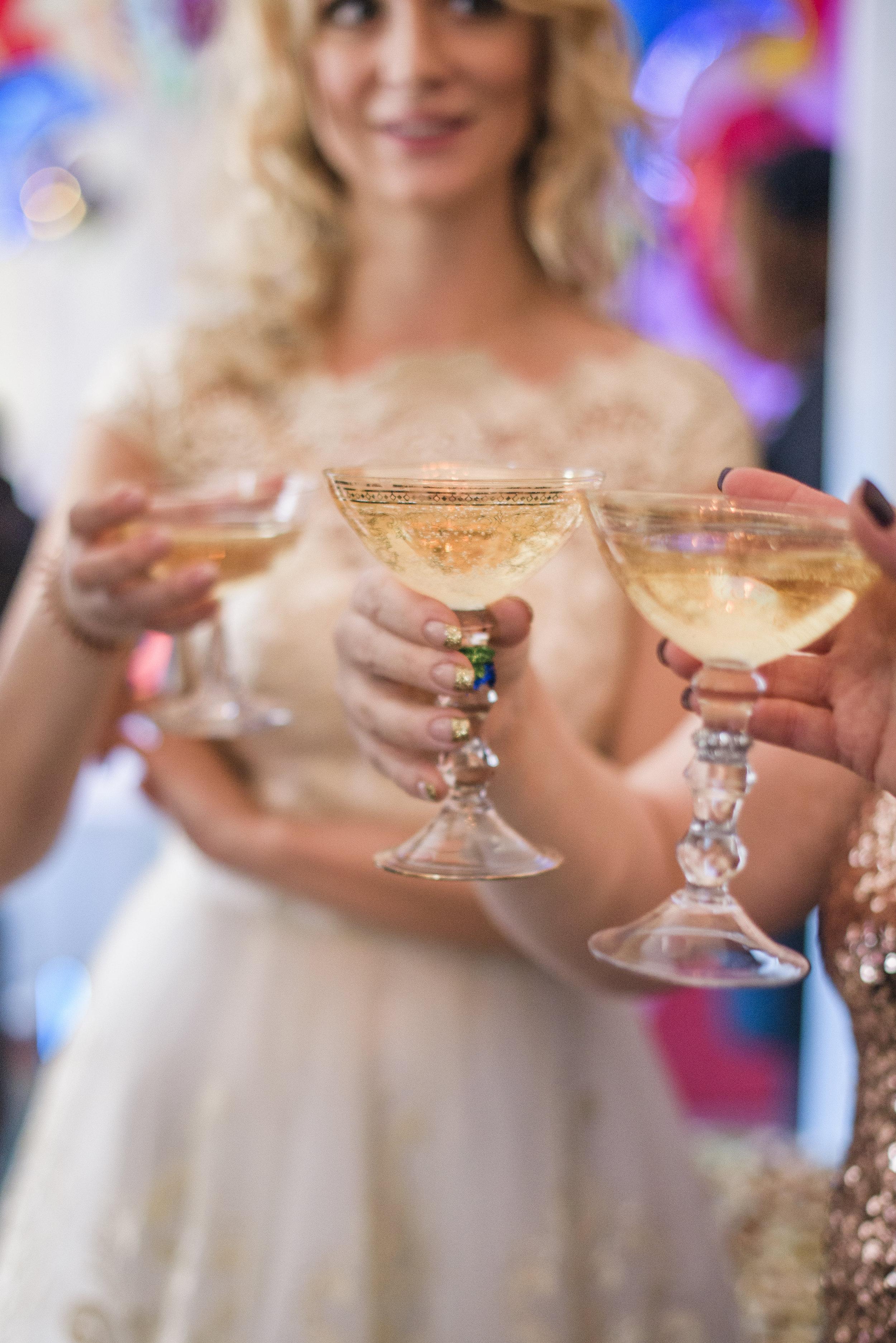 CHAMPAGNEPROVNING  Smak för det bästa eller det bubbligaste? Champagneprovning går alltid hem.En blindprovning är roligast!