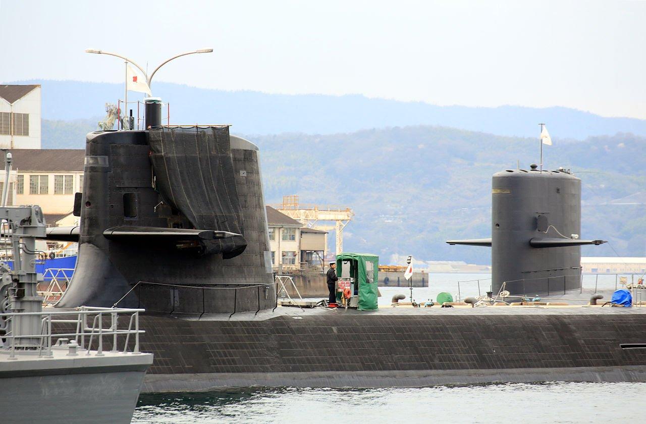 Japan suruyu 6 message-editor_1487370129827-js_soryu_ss-501_and_a_harushio-class_submarine_at_kure_-22_mar._2013_d.jpg