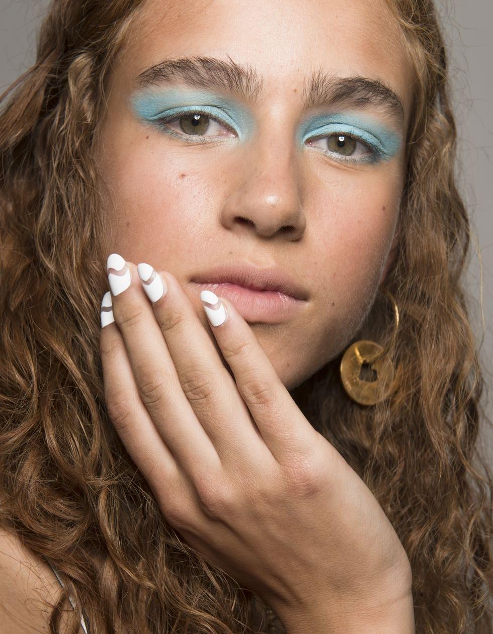 spring-summer-2018-hair-makeup-trends-house-of-holland-bks-v-rs18-1200-1506691499.jpg