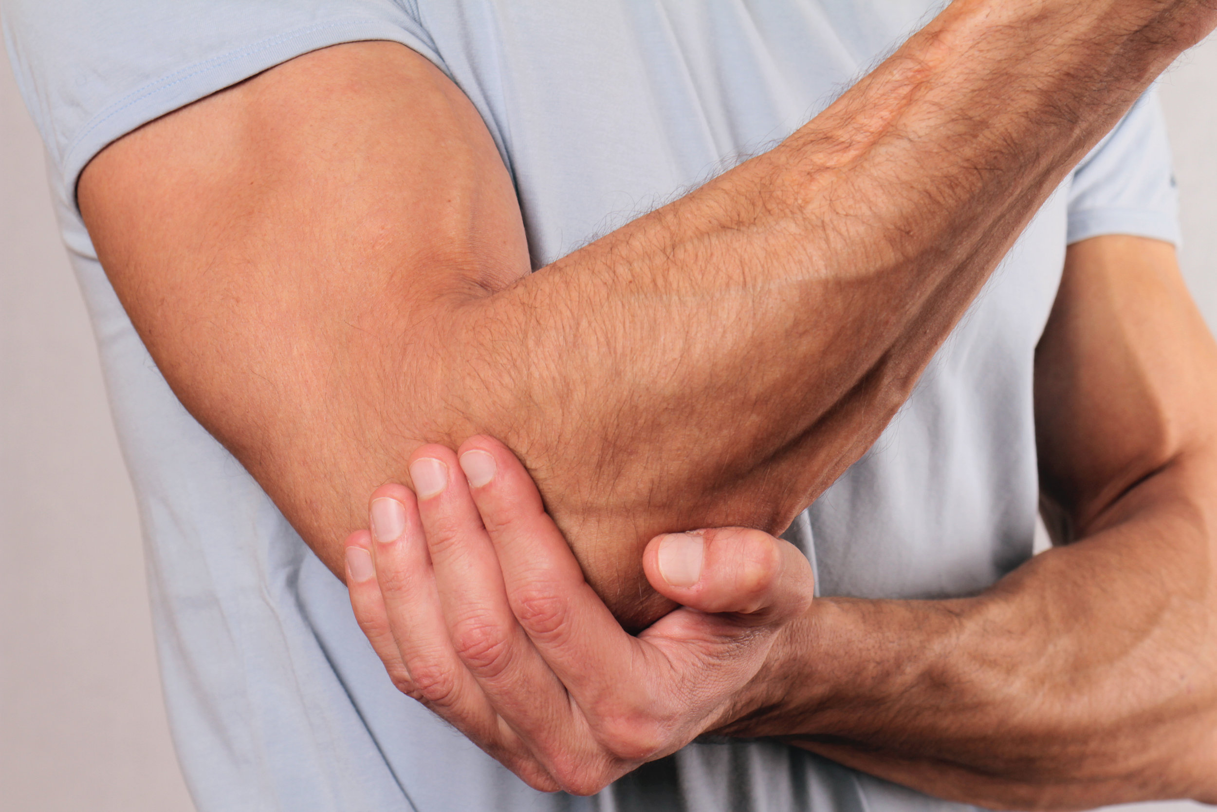 pain-in-elbow-picture-id468402031.jpg