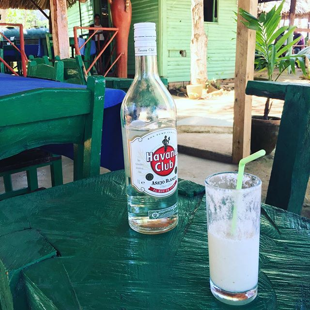 Missing bars where they plonk a bottle of rum on your table and leave it with you so you can add 'to your taste'. I put in more than 25ml. #cuba #vinales #rum #havanaclub #cocktail