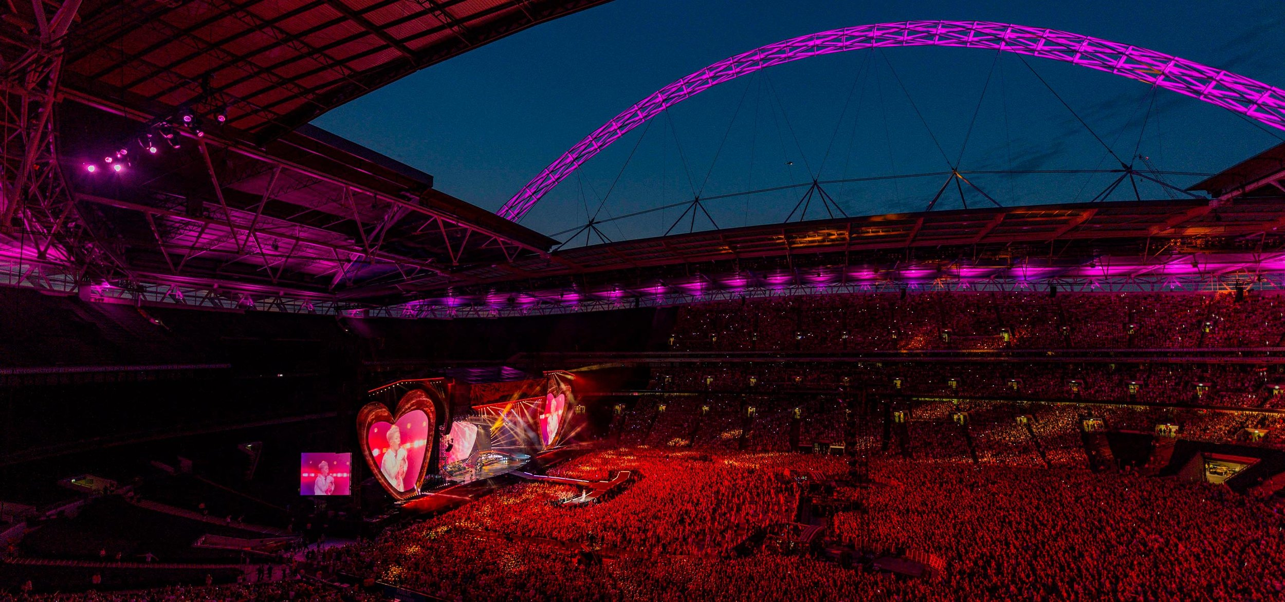 P!nk_Wembley_2019_2560x1200.jpg