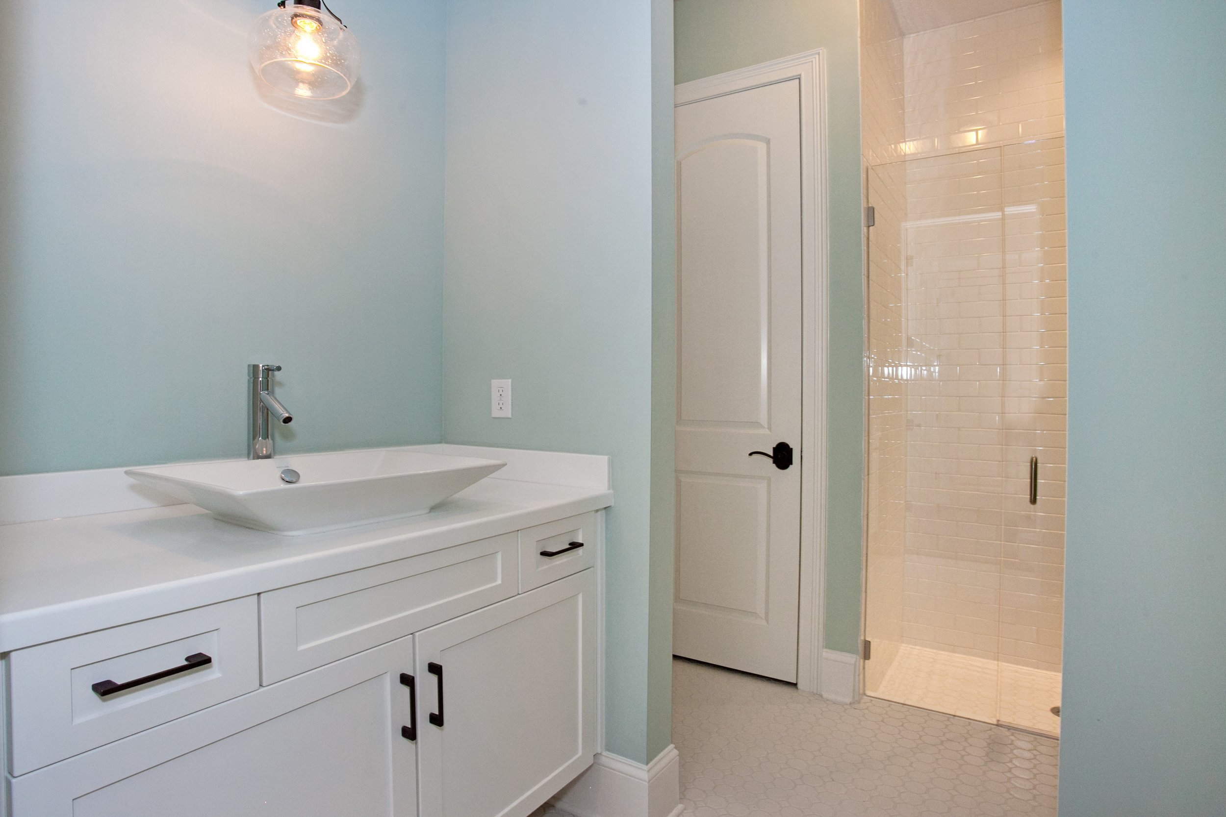 042_Bathroom.jpg