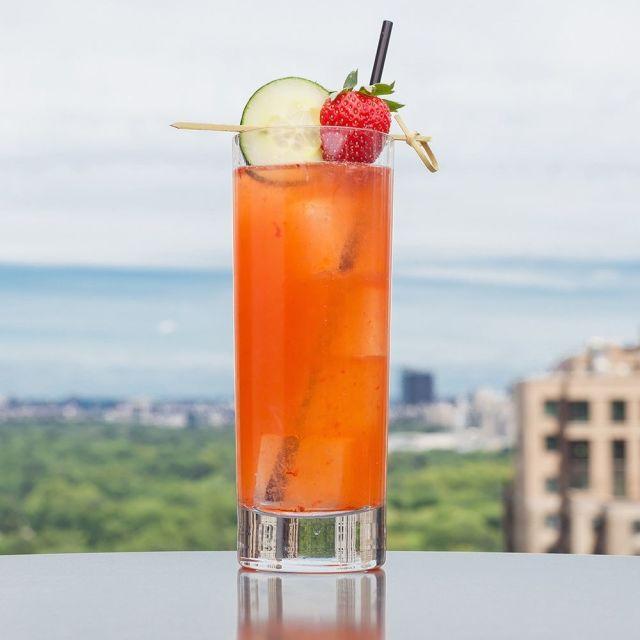 square-1439912764-vodka-drinks-strawberry.jpg