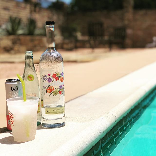 Weekend ready??? A little TWV, @drinkbai and a splash of @topochicotx Be Free.  Drink Wildflower. 😀☀️ #craftcocktails #craftvodka #drinklocal #dallaslocal #craftliquor #texasproud #drinkinthemoment