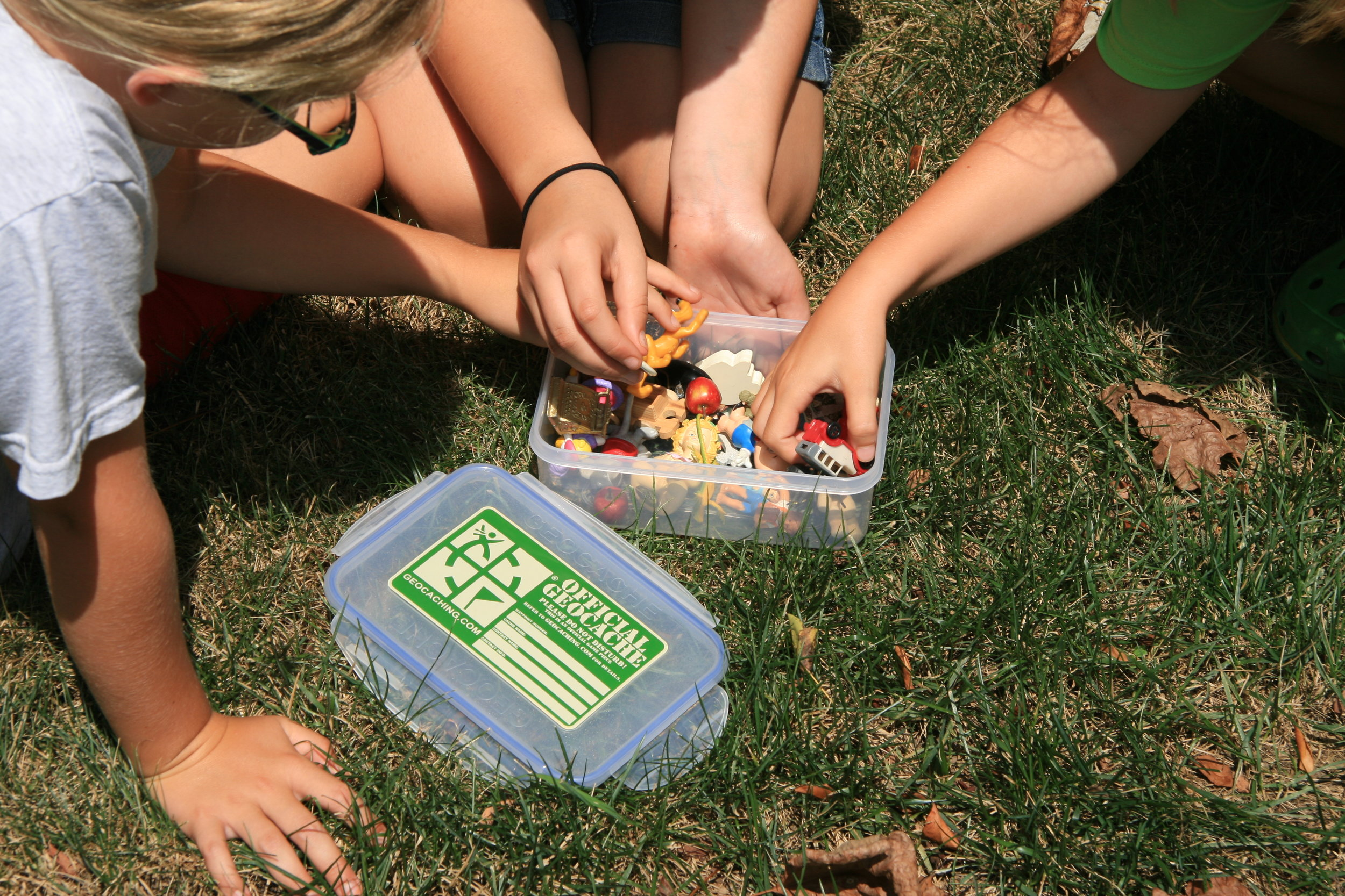 Geocaching Kids and cache box.jpeg