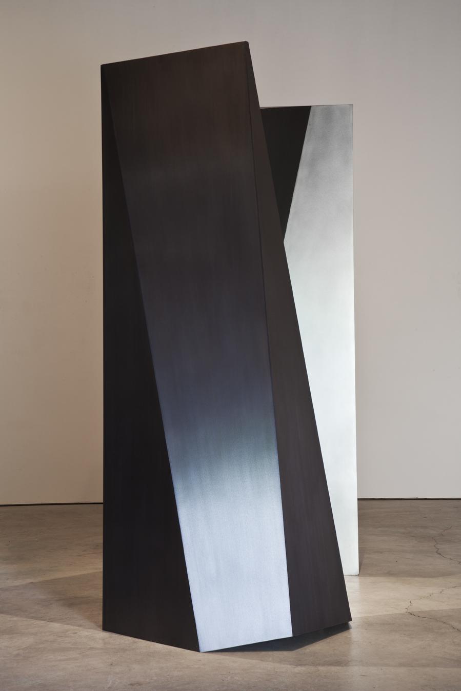 Ultime dialogue (2012)   Laiton et acier inoxydable, 229 x 220 x 116 cm. photo : Michel Dubreuil