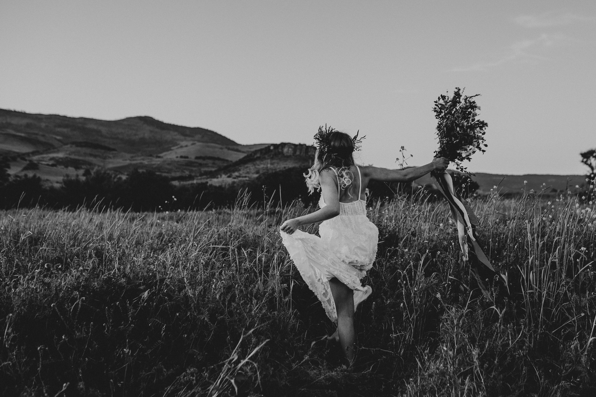 running-into-field-oregon-photographer.jpg