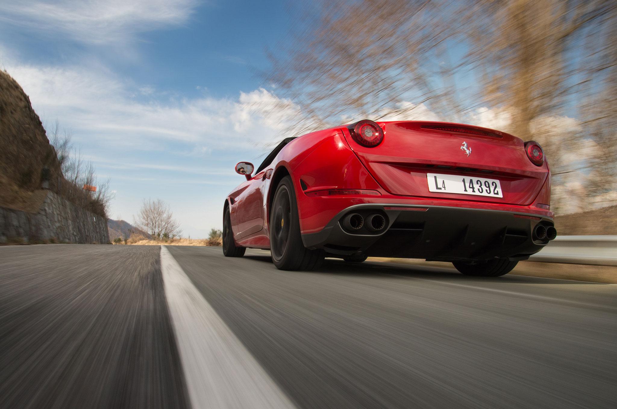 2016-Ferrari-California-T-Handling-Speciale-rear-three-quarter-in-motion-01.jpg