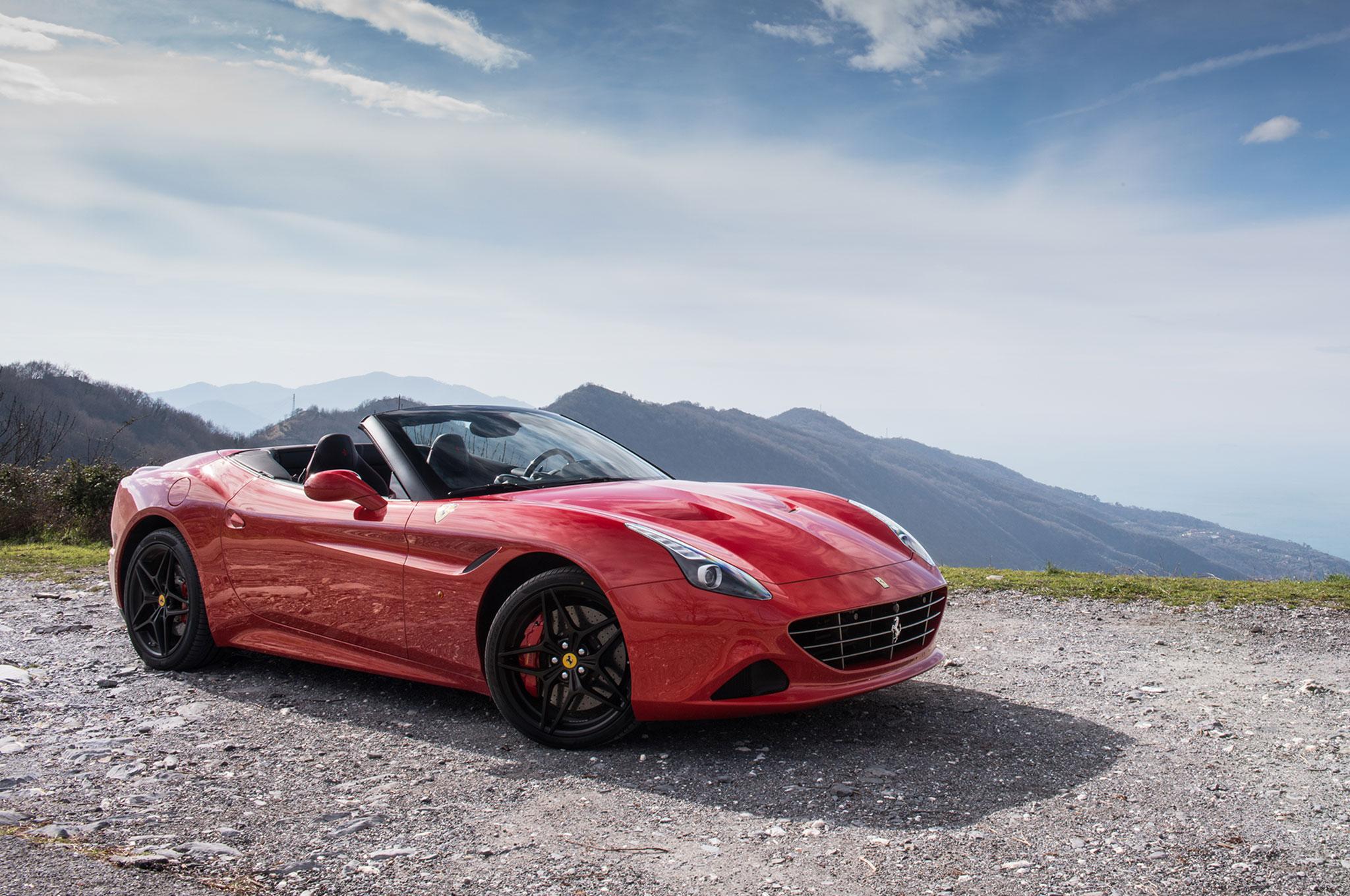2017-Ferrari-California-T-Handling-Speciale-front-three-quarter-02.jpg