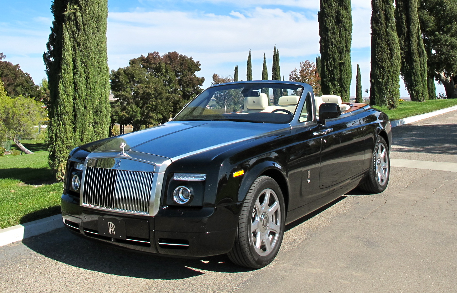 rolls-royce-phantom-drophead-black.jpg