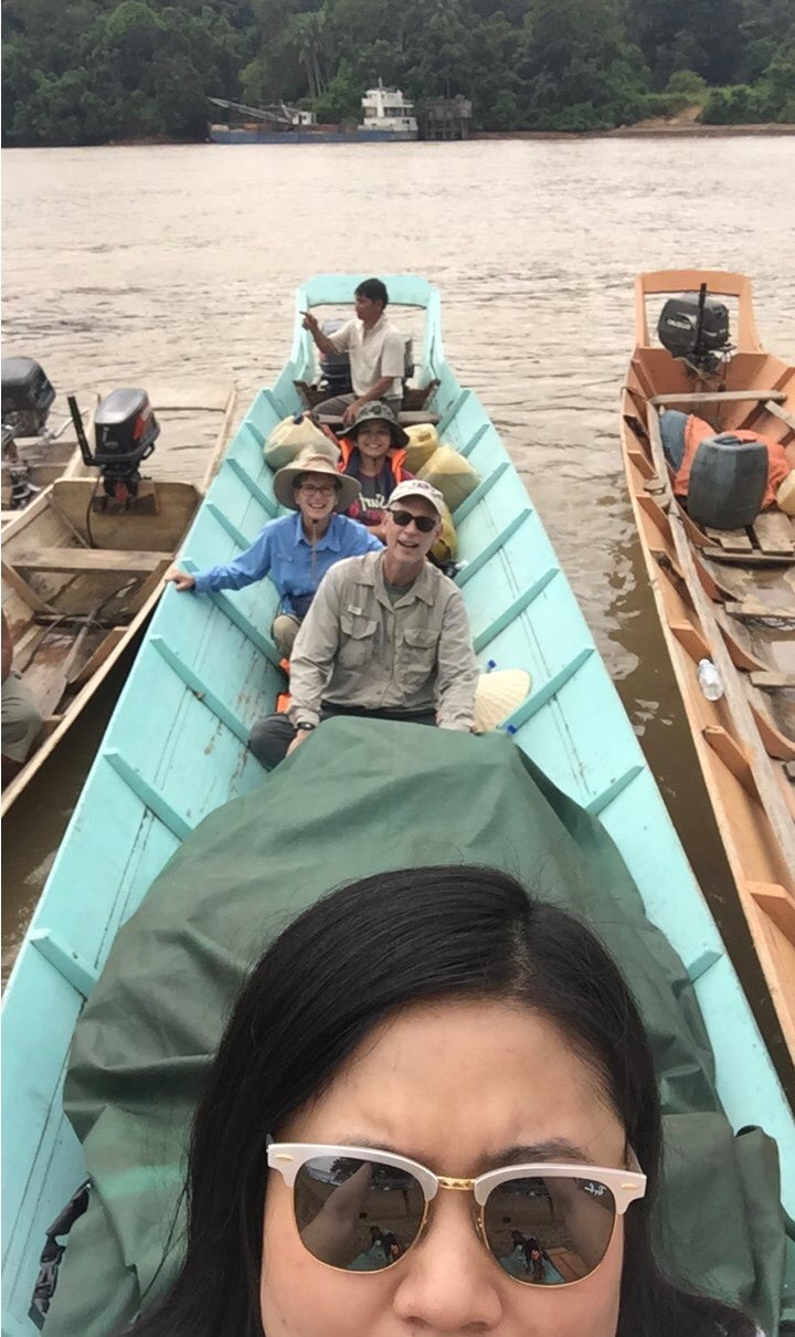 This summer in Borneo, Vivien took a 6-hour boat ride to get to Lanjak Entimau, home to both amazing birds and a large group of protected orangutans. She traveled with LSU Museum of Natural Science genetics curator Dr. Fred Sheldon (behind her), his wife Jody Kennard,a great field assistant, and crew from a local forestry department.🚣 Photo via Vivien Chua.