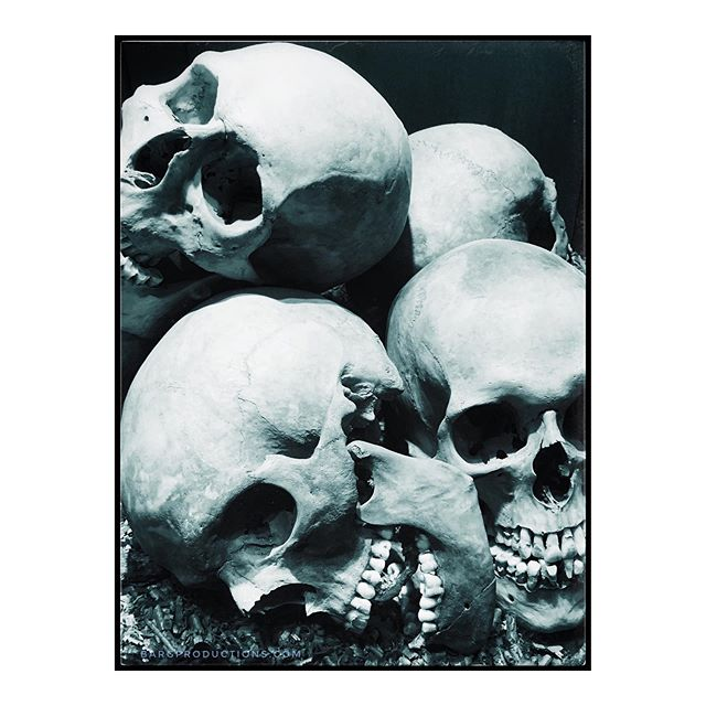 It's Friday! And we're all laughs. . . #fridayvibes #tgif #fqgphoto #igerslondon #skulls #death #rsa_mystery #rsa_bnw #blackandwhite #bnw_planet #bnw_sweden #bnw_life #thephotomotel #thephotosociety #igersmalmoe #trulsbaerg #bargproductions #bnw_photography #ignoir #igersnoir #blancoynegro #snapshotcollective #ruevillemag #impressamag #paradisexmagazine #paperjournalmag #pixsoulmag #aintbadmagazine #somewheremagazine