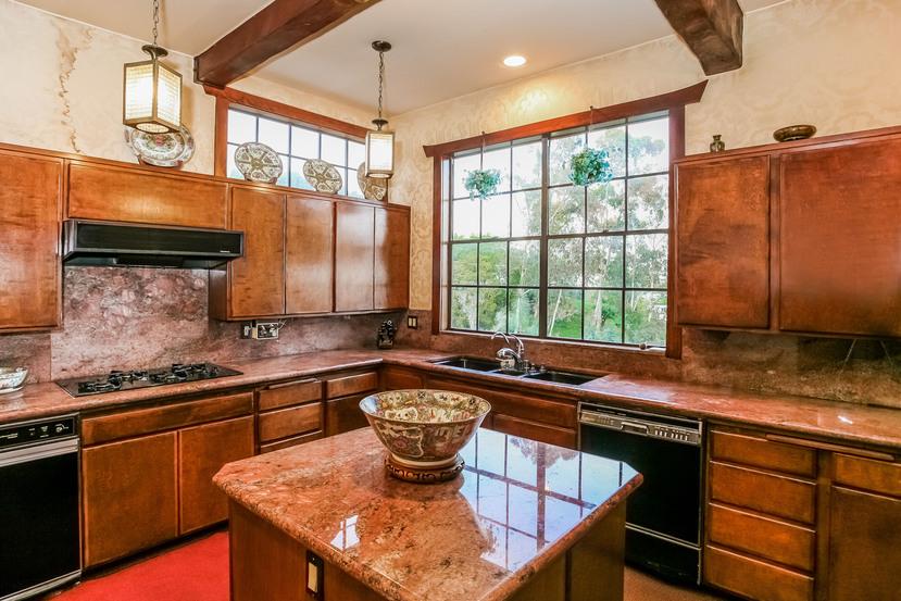 027-Kitchen-944437-small.jpg