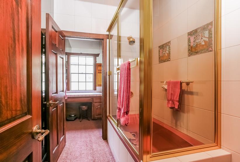 046-Bathroom-944476-small.jpg