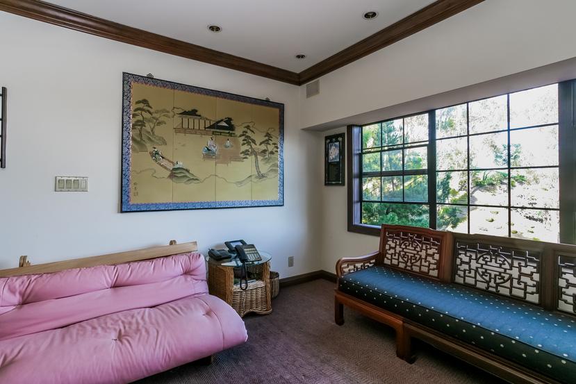 064-Sitting_Room-944527-small.jpg