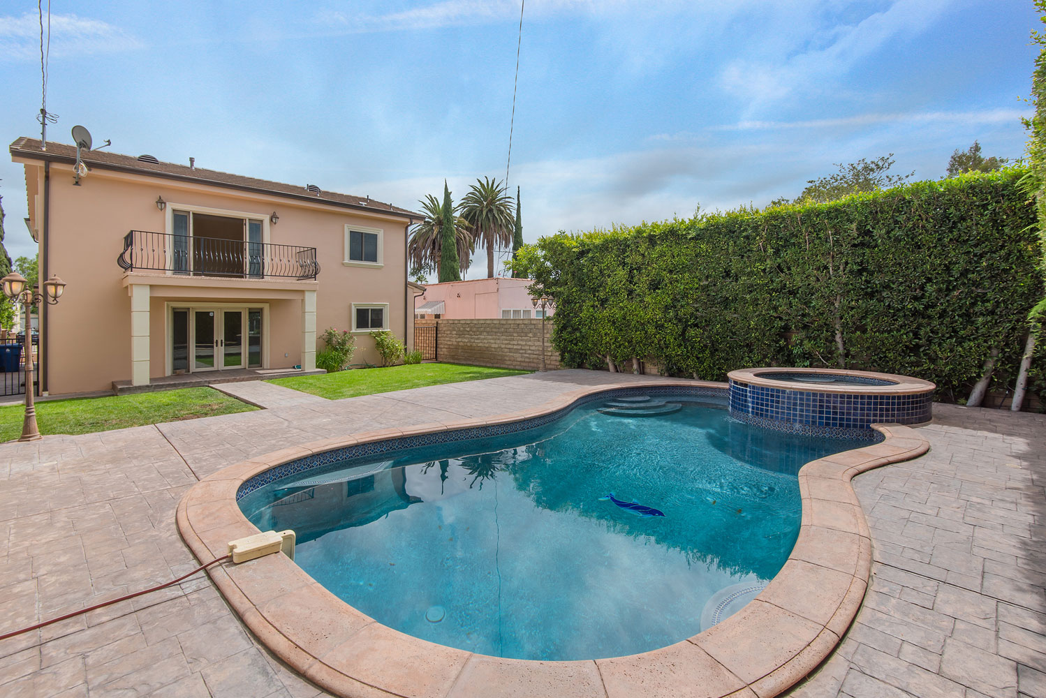 Pool to house view.jpg