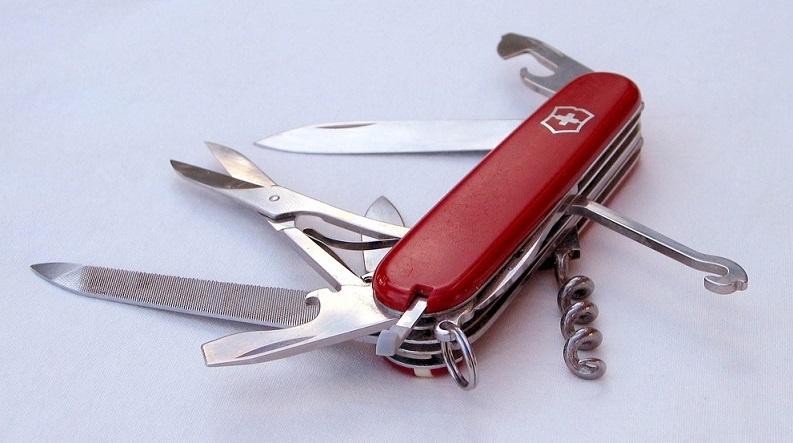 Swiss_army_knife_open_2.jpg