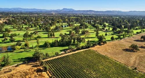 Santa-Rosa-Santa-Rosa-Golf-Country-Club-aeriel-view-wineries-clubhouse-960x410_rotatingGalleryFront.jpg