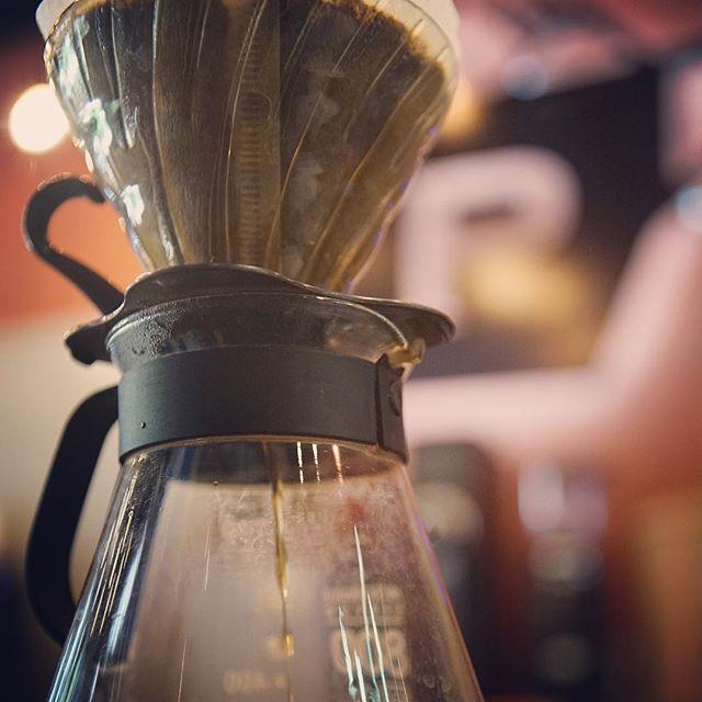 Esta mañana, consiéntete con un buen café para comenzar tu semana. #cafedeguatemala #v-60 #tengoganas #felizlunes #paradigmacafe #cafedeespecialidad