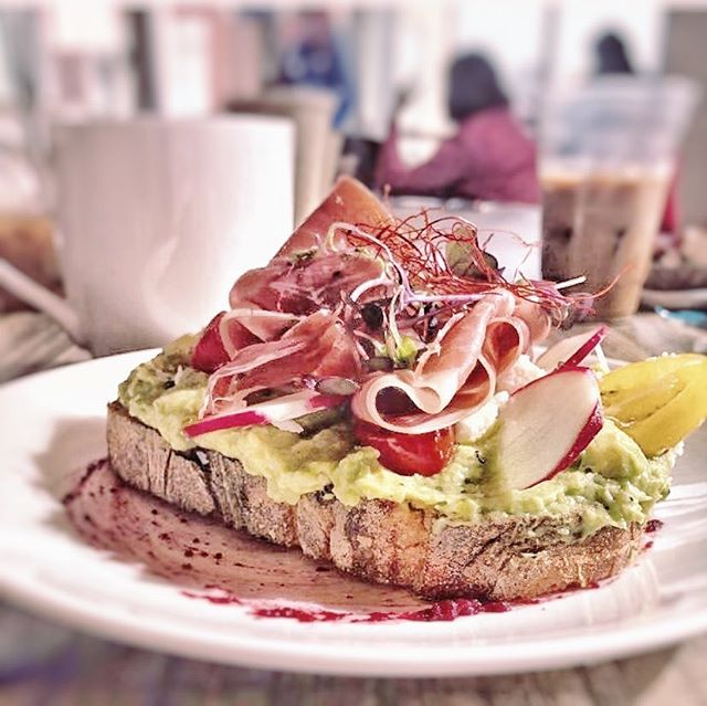 breakfast is served. 7-2 weekdays, 8-3 weekends. photo credit: @rachelmccloskey06