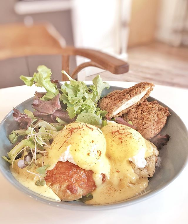 this weekend's #benedict special served 8-3 in PVD: Cajun Benedict with fried chicken, hollandaise and cajun spices on a cheddar biscuit (sub brussels sprouts to make vegetarian). you can also find us today (and every saturday this summer) at the aquidneck growers market, the pawtuxet farmer's market, and of course at our beautiful portsmouth cafe with outdoor seating!