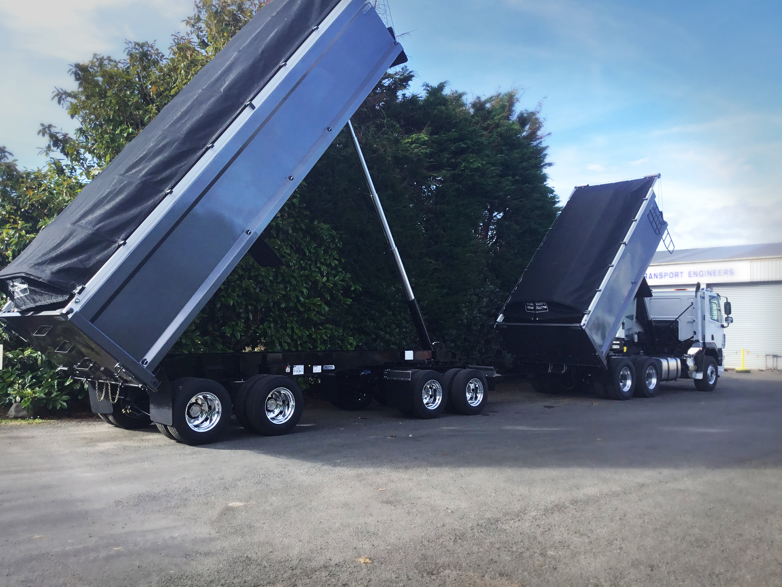 Daf set up with 4 axle tipper trailer for Warren Mclean in Auckland.jpg