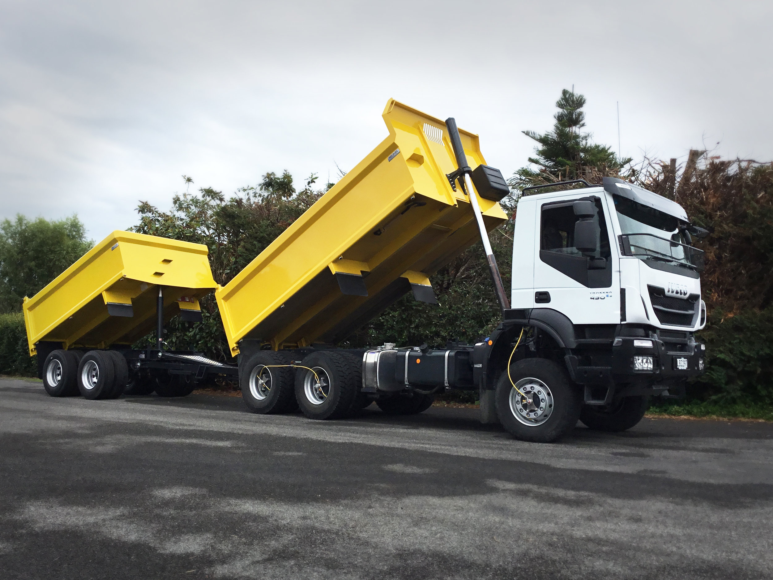 Iveco set up with 2 axle tipper trailer for Rick Gibson in bulls.jpg