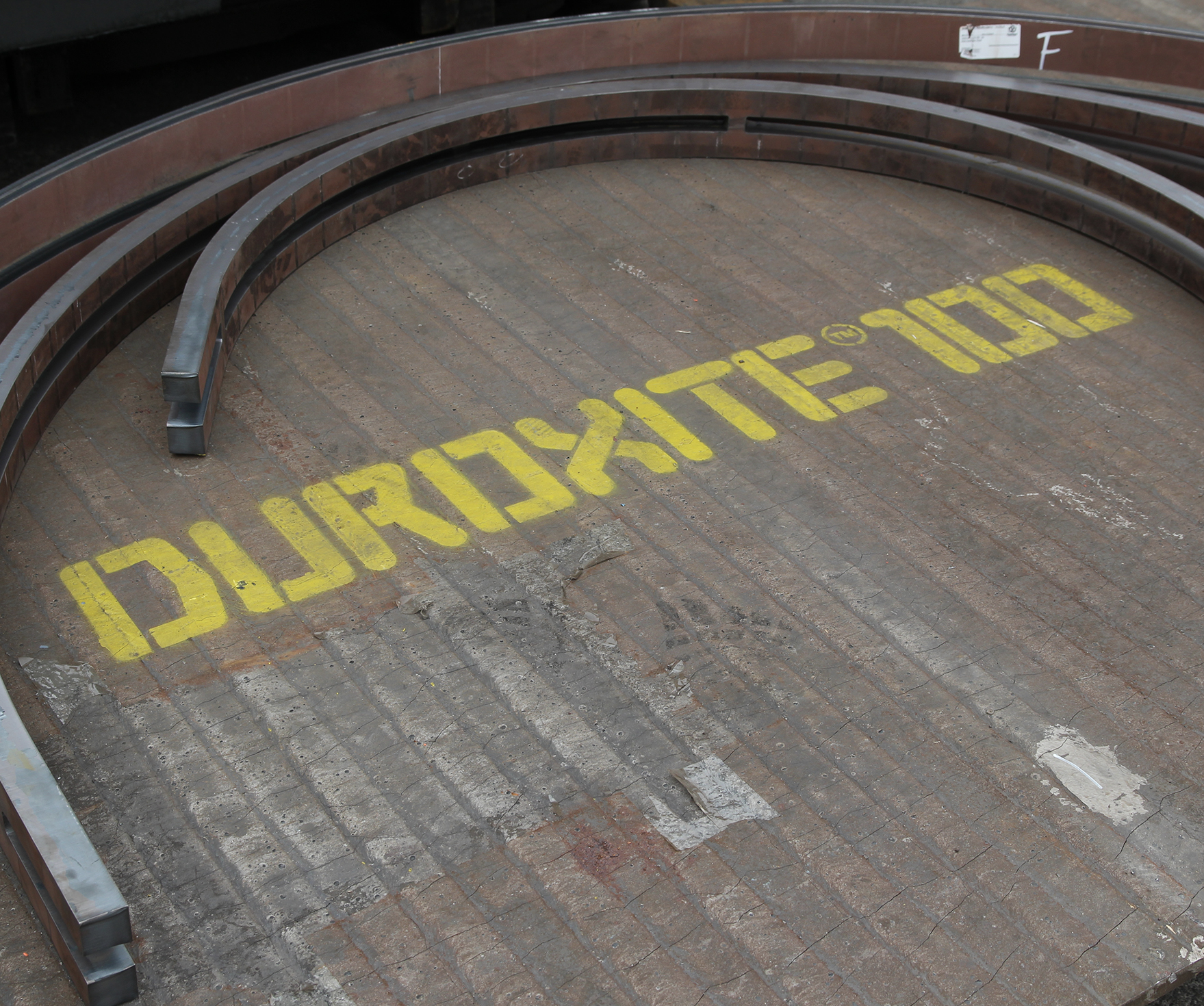 Duroxite - Overlay PlateDuroxite consists of a highly abrasive-resistant chromium carbide layer bonded to a mild steel base plate. Throughout the plate, overlay thickness is guaranteed within ±10% and wear properties are guaranteed down to 75% of the overlay thickness.
