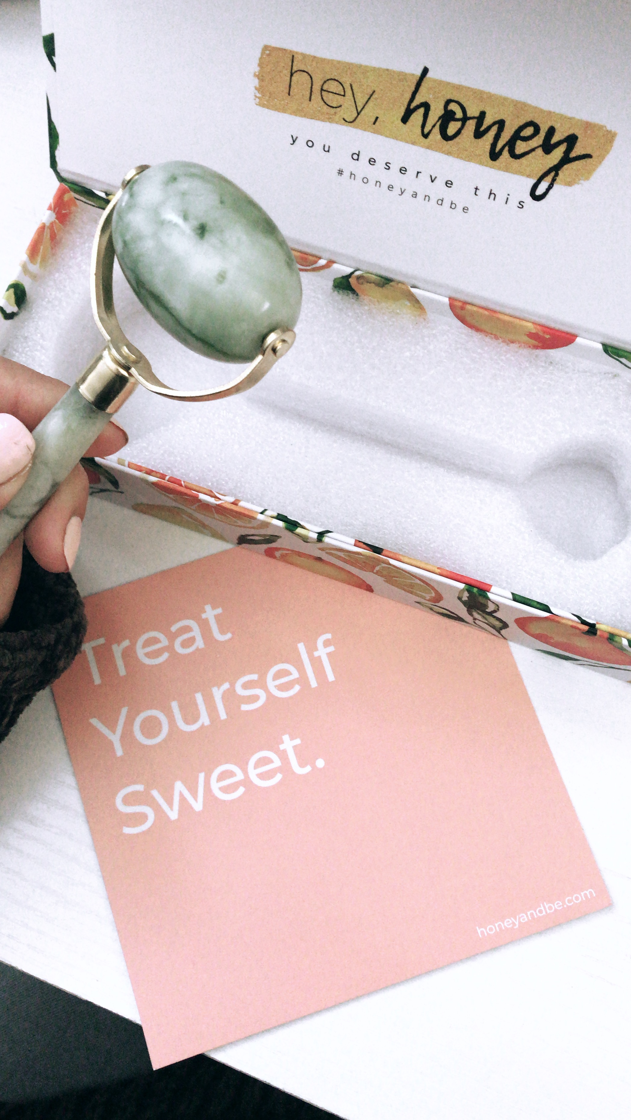 honey&bedaily jade facial massage roller