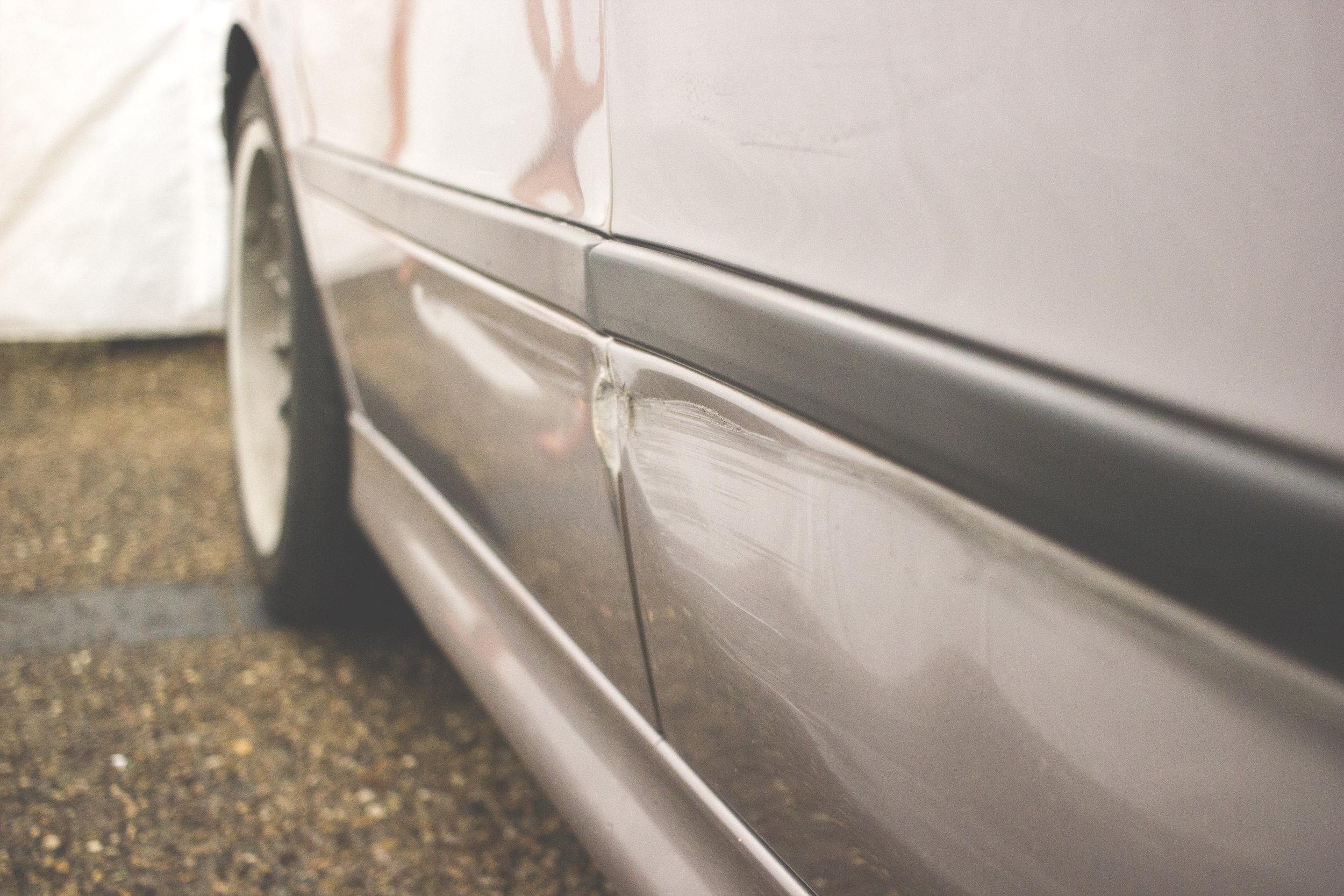 Mömus BMW E39 Exterior Door Scratches Dent Repair