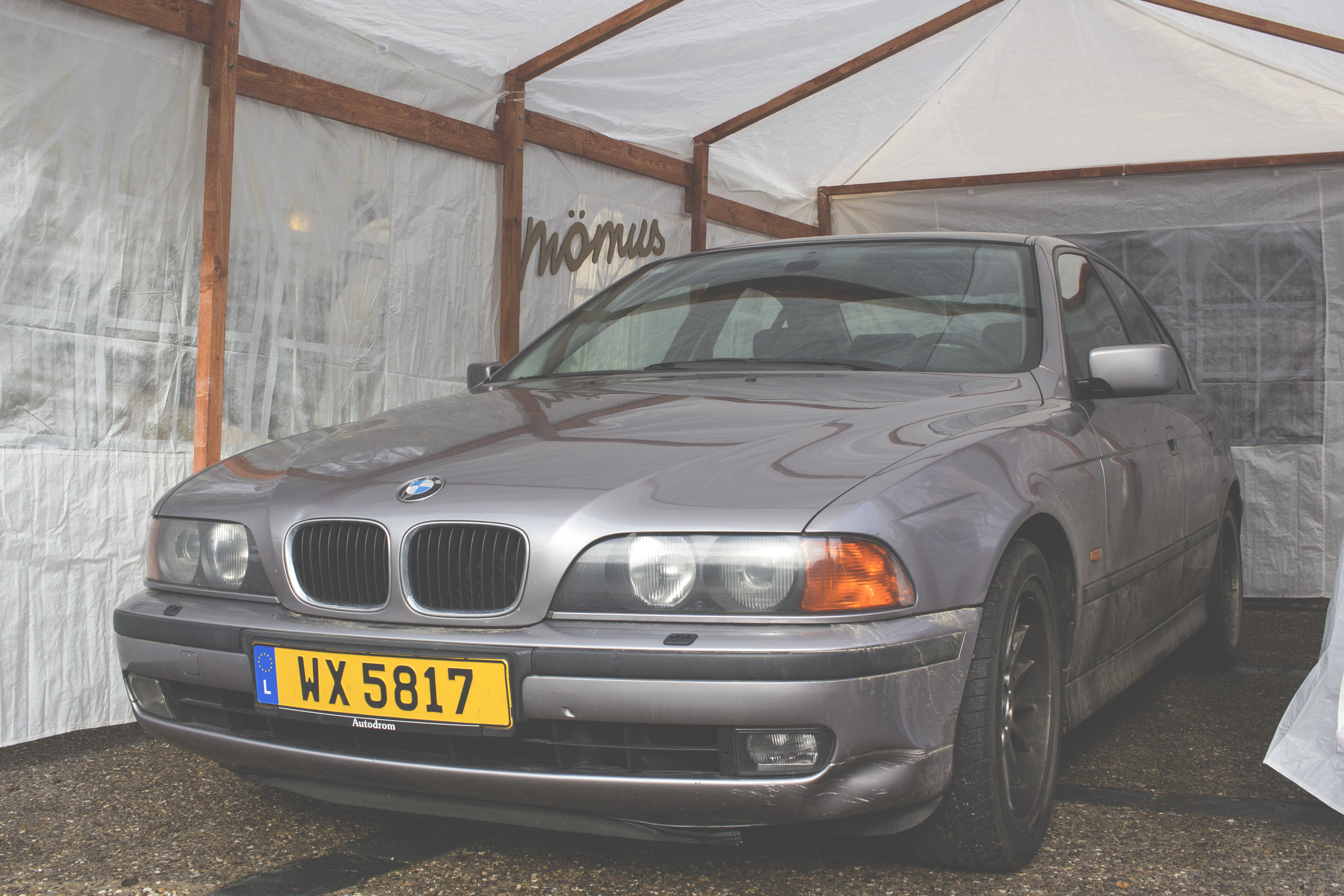 Mömus BMW E39 Exterior Front Aspen Silver All Cleaned Up