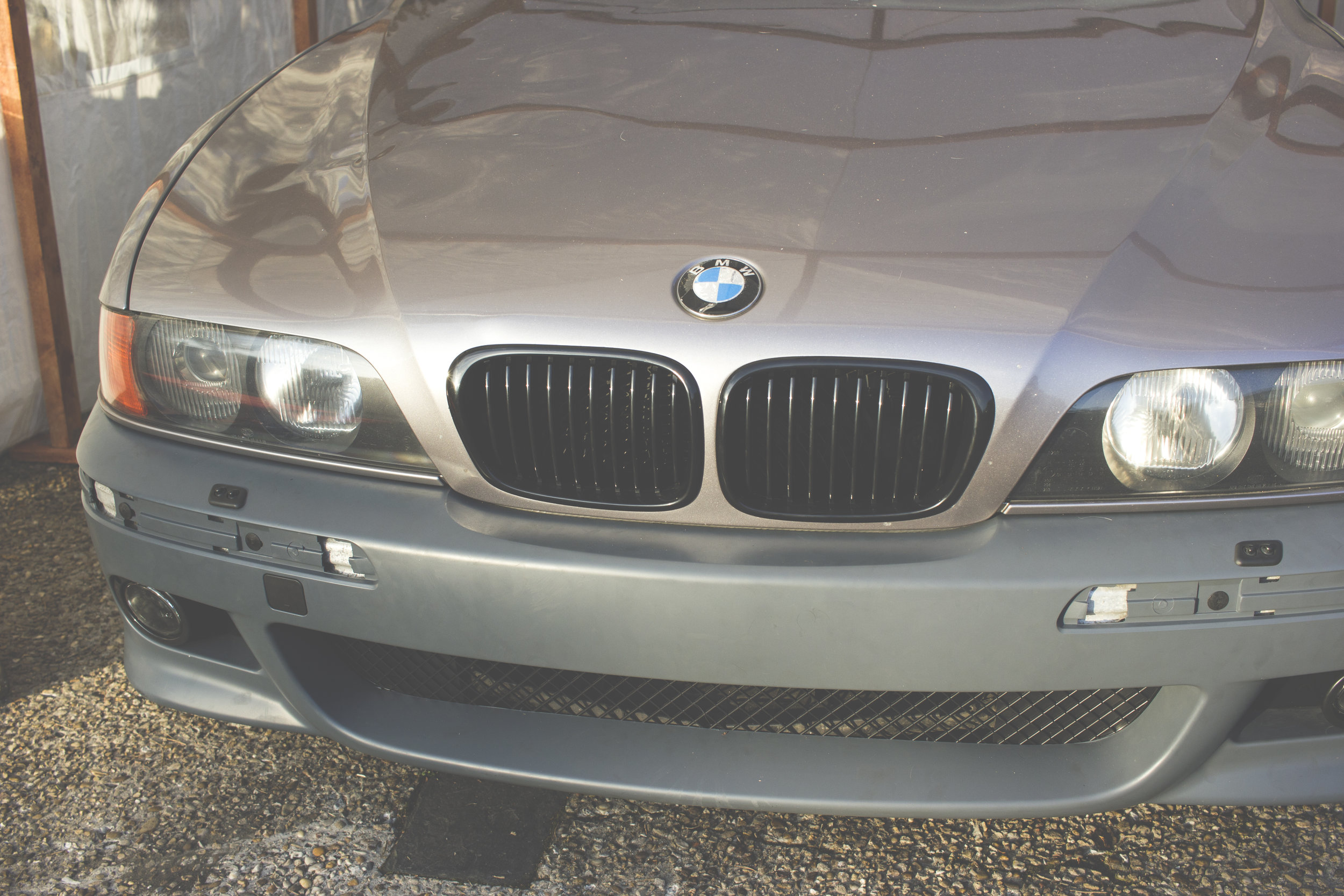 Mömus bmw e39 piano gloss black kidney grills front 2