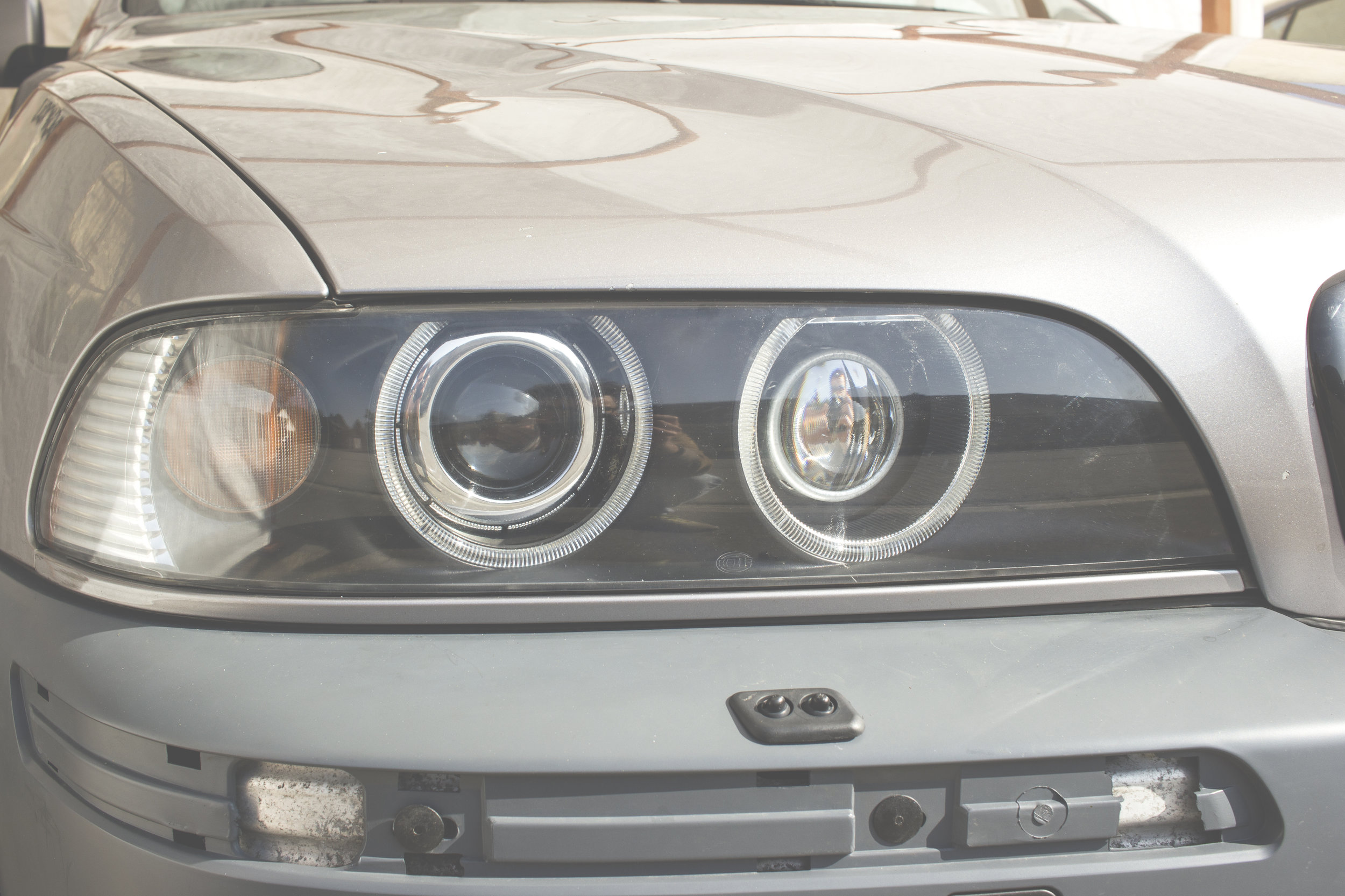 Mömus BMW E39 Front Quad Projector Mod Headlights Facelift close up