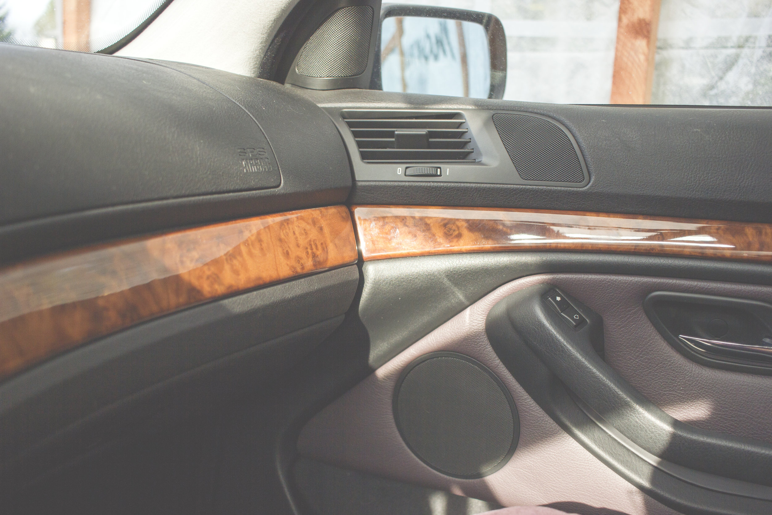 Mömus Trim and Headliner episode 7 bmw e39 wearemomus wood trim