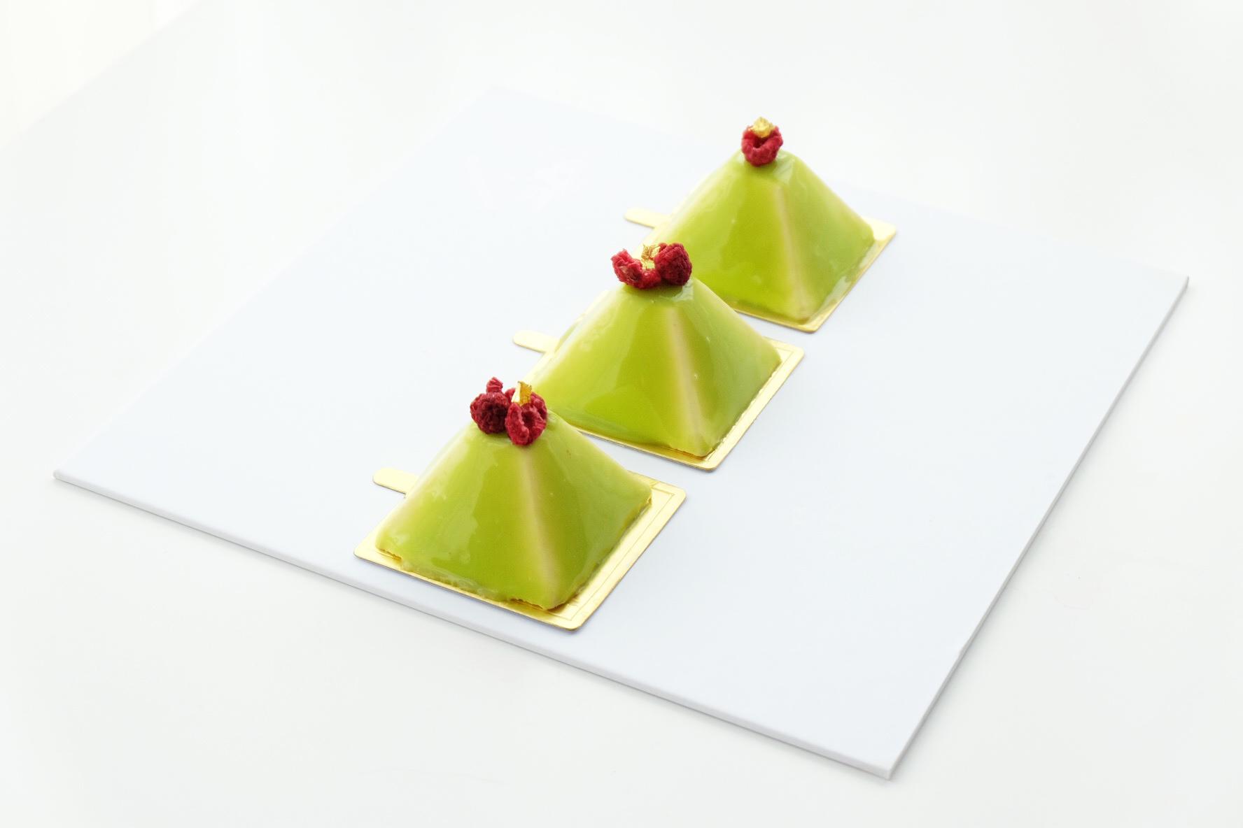 White Chocolate and Lemon Gateau