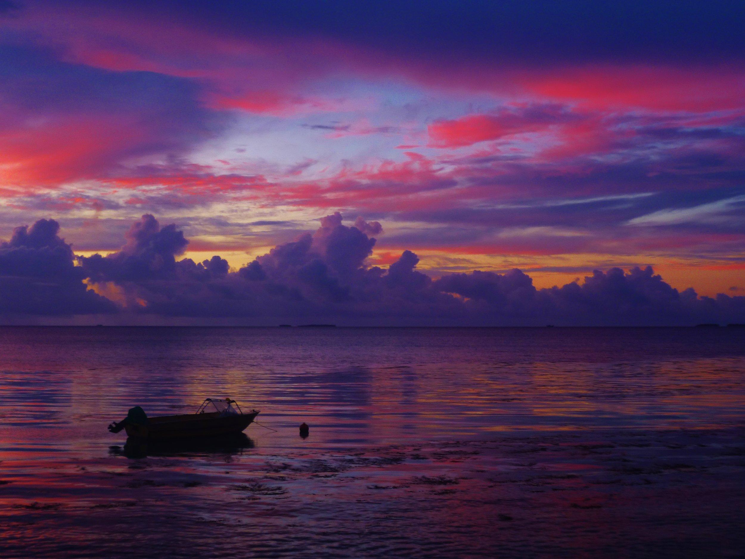 andyexplores.wordpress.com - Sunset in Funafuti.JPG