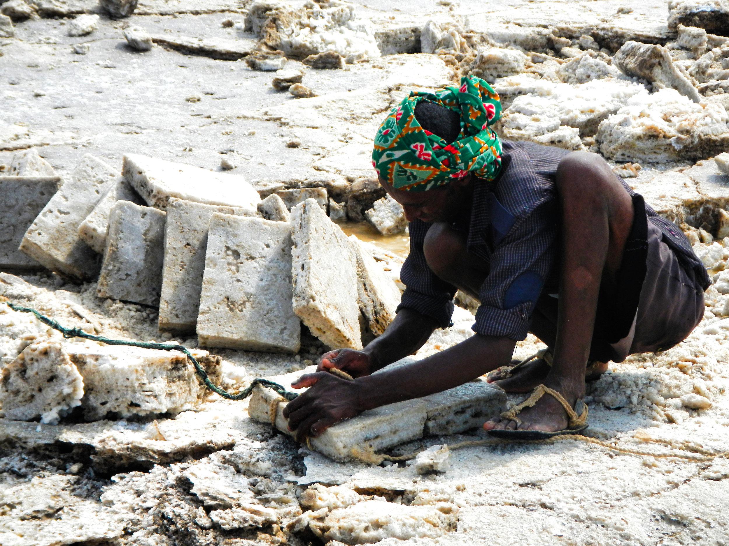 An Afar man begins binding his expertly cut salt blocks... (Photo Credit: N.Colwill)