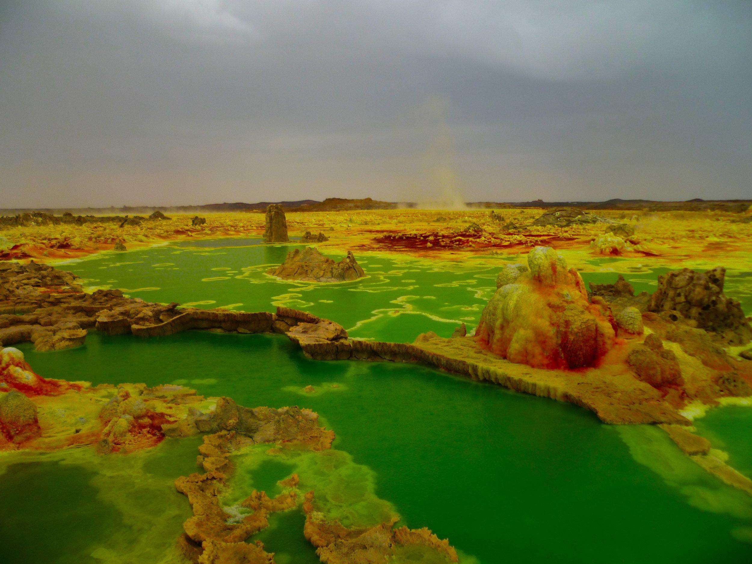 The mesmorising greens of the acidic pools...