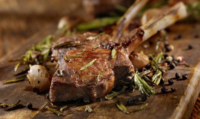 Agnello alla Scottadito recipe | www.tastetrailsrome.com | Italian cooking holiday