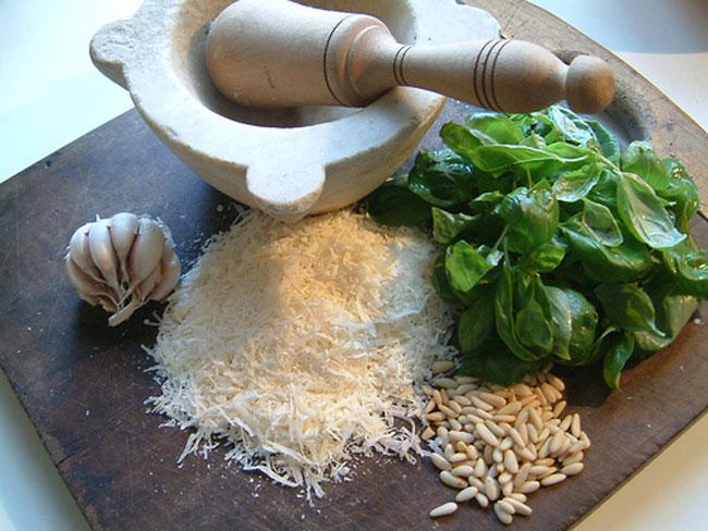 Pesto+alla+Genovese+www.tastetrailsrome.com+cooking+holidays+rome.jpg