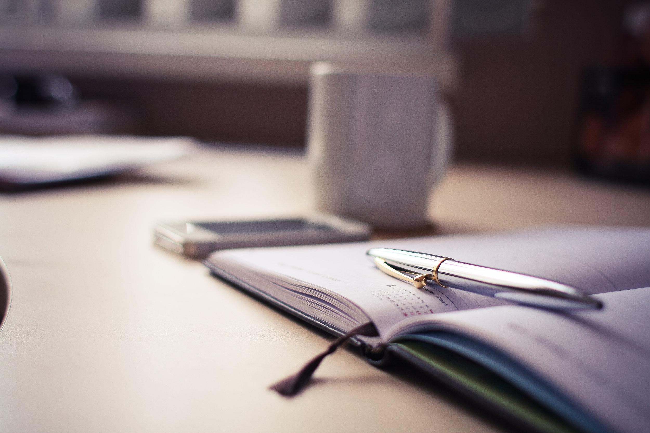 luxury-silver-pen-with-a-business-diary-picjumbo-com.jpg