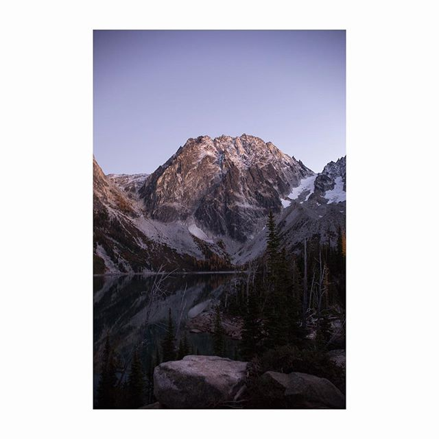 Dragontail Peak reflected in Colchuck Lake as day fades #colchucklake #rei1440project #colchuck #colchuckpeak #theenchantments #enchantments #reflection #dragontailpeak #dragontail #pnwlife #rei1440project #bestofwashington #pnwcollective #bestcoast #alpinelakes #alpinelakeswilderness #beyondbeautiful #liked #followmeto #explorewa #explorewashington #travelwashington #northwest #freerunning #backpacker