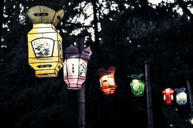 lantern-264222_640.jpg