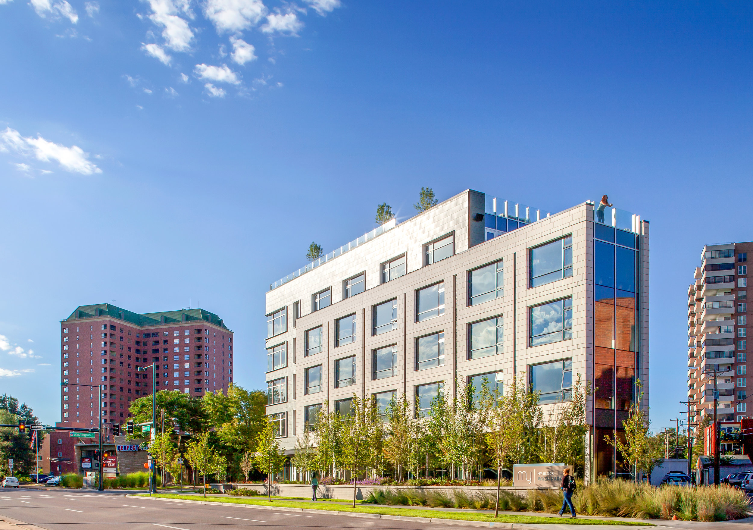 "<img src="" studioINSITE_My_Block_Wash_Park_Roof_Deck ""alt=""Urban Living, Multifamily Courtyards, Amenity Deck, Swimming Pool, Spa, Landscape Architecture, Luxury Living, My Block Wash Park, Denver, CO, Colorado Courtyards, Rooftop Amenity  "" title=""My Block Wash Park  ""/>"