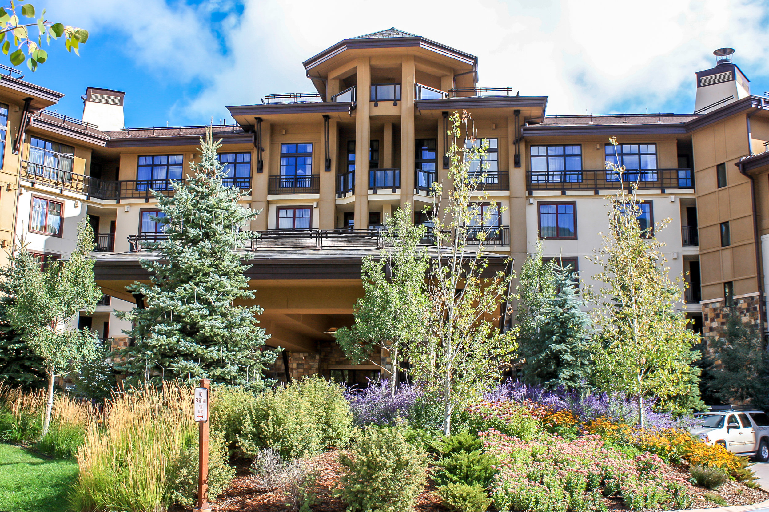 """<img src="""" studioINSITE_Viceroy_Entry-2 """"alt=""""  Resort, mountain resort, hotel, vacation homes, condominium, roof deck, design over structure, pool, site planning, landscape architecture  """" title=""""Viceroy at Snowmass""""/>"""